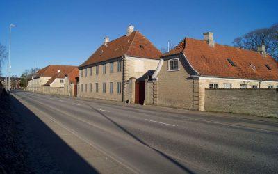 """Kom med på besøg: Våbenlager, jødisk kirkegård og """"Skæve Thorvald"""""""